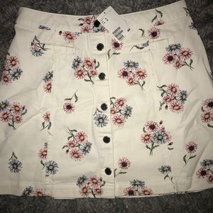 Super cute white floral skirt from H&M